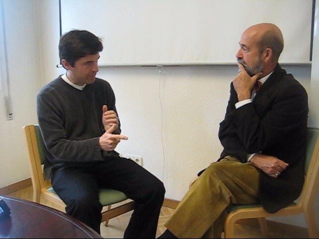 Resultado de imagen para dos hombres conversando