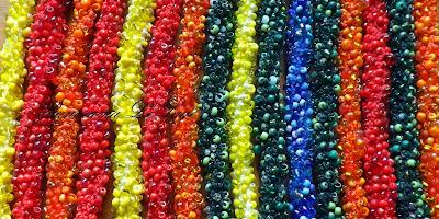 Naszyjnik przeciw homofobii tęczowy naszyjnik szydełkowy biżuteria szydełkowa Panorama LeSage tęcza lgbt bransoleta koraliki szklane handmade Necklace against homophobia rainbow crochet necklace crochet jewelry Panorama LeSage lgbt rainbow glass beads handmade bracelet