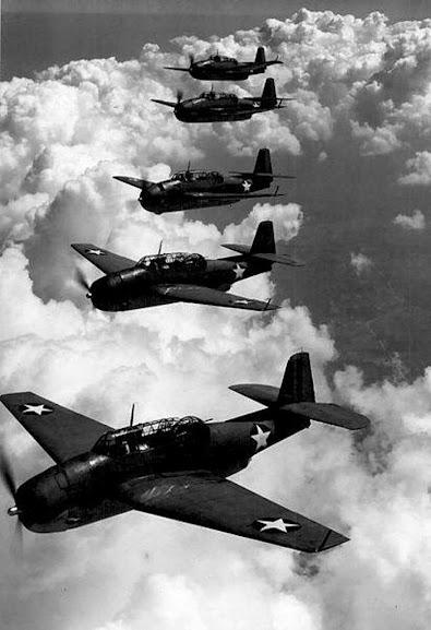 Em 1945, após um exercício de rotina, 5 aviões desaparecem no mar, nunca mais sendo vistos