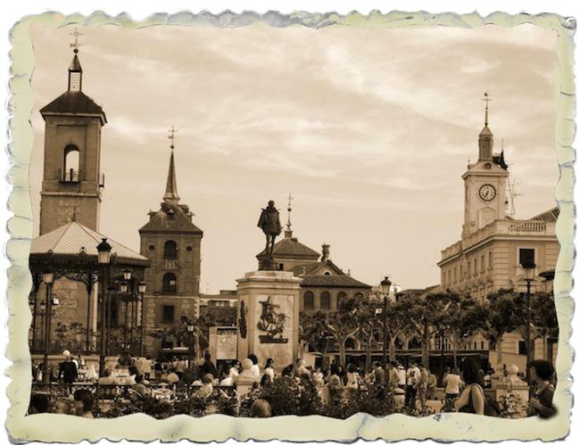 Plaza castellana un domingo de comuniones, en sepia