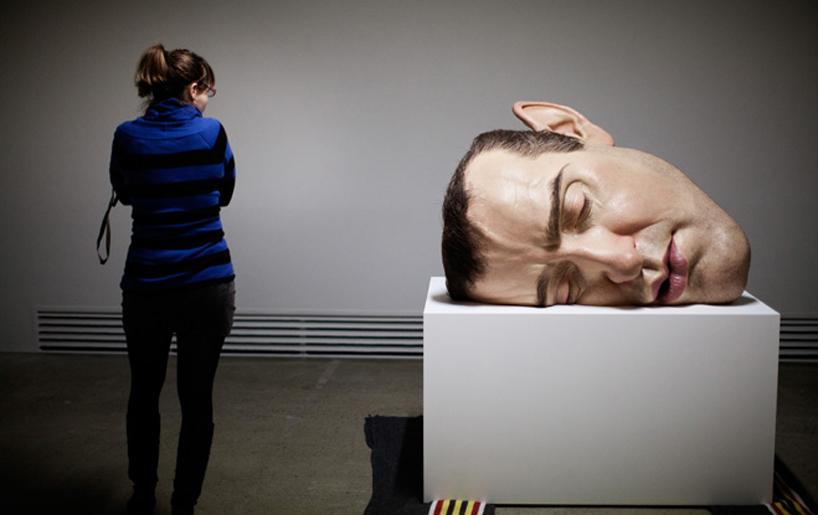 *超現實主義 Ron Mueck 藝術家:呼之欲出極逼真人像雕塑! 7