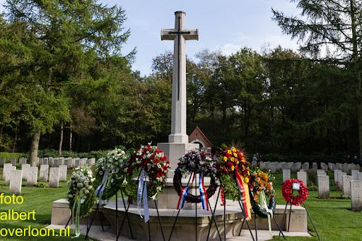 herdenkingsdienst  en een stille tocht naar het Engelse kerkhof 12-10-2014 (92).jpg