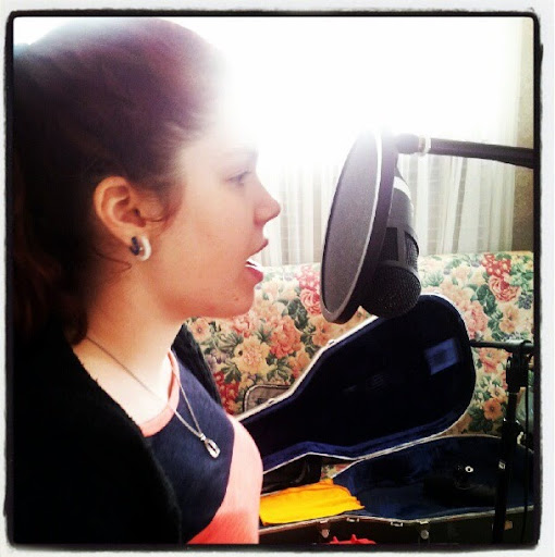 Alyssa Andrews Photo 17