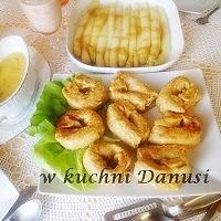 krokiety z wędzoną rybą z sosem ogórkowym