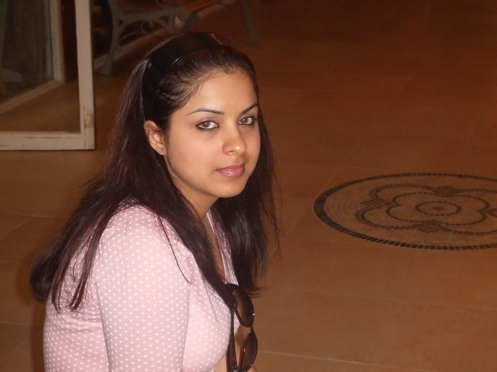 desi honeymoon Taj Hotel inside receptionist photos
