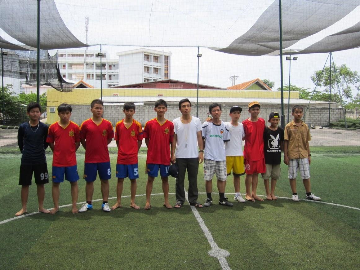 Các em Lễ Sinh và Dự Tu giao lưu bóng đá tại giáo xứ Thanh Hải