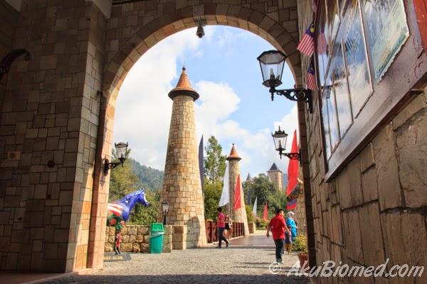 gerbang pintu masuk Colmar Tropicle