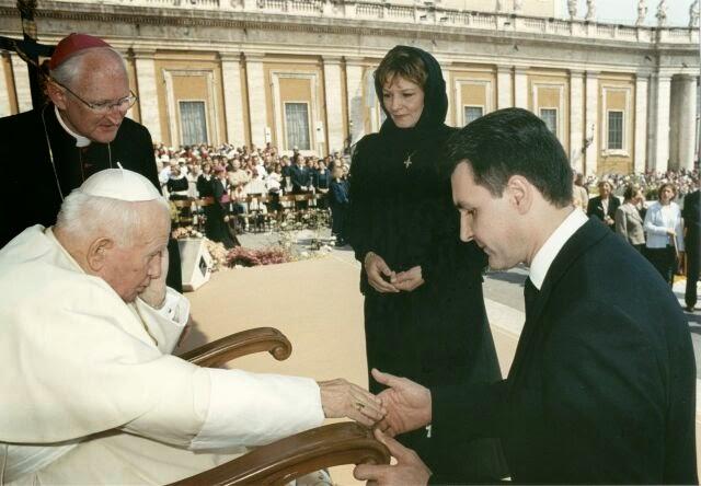 Principesa Moştenitoare Margareta şi Principele Radu, primiţi de Papa Ioan Paul al II-lea la Vatican 2003