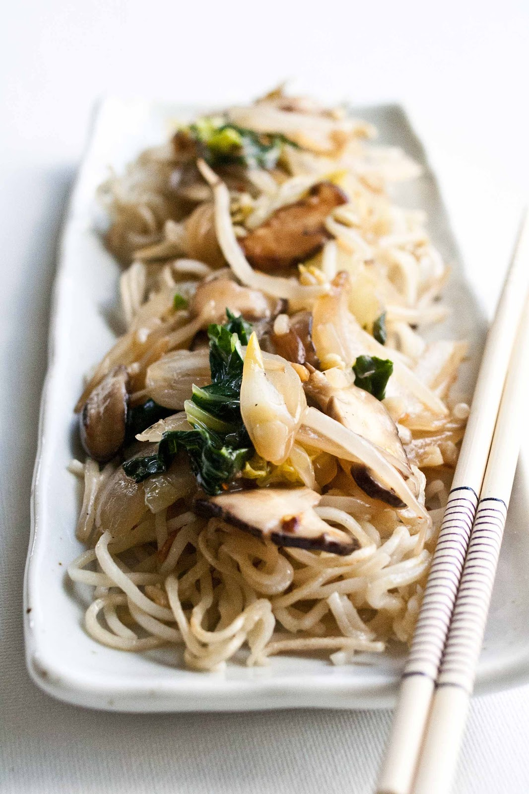 Groovy Foodjimoto Chow Mein With Pan Fried Noodles Home Interior And Landscaping Pimpapssignezvosmurscom
