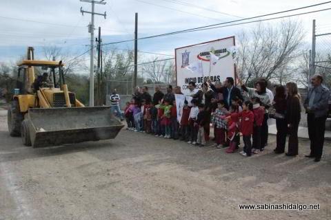 Banderazo de inicio de obra de pavimentación en Hacienda Larraldeña