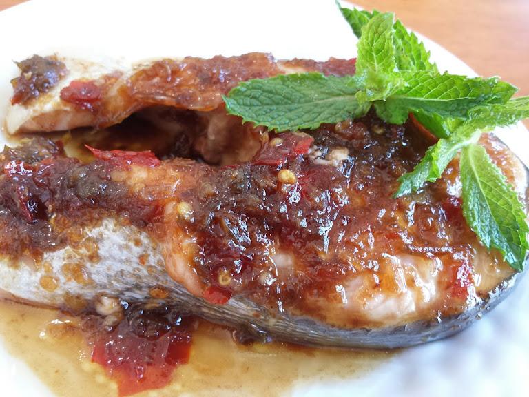 ปลาแซลมอนอบราดพริก