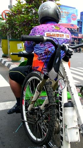 M-Bike Carrier dari jarak terdekat