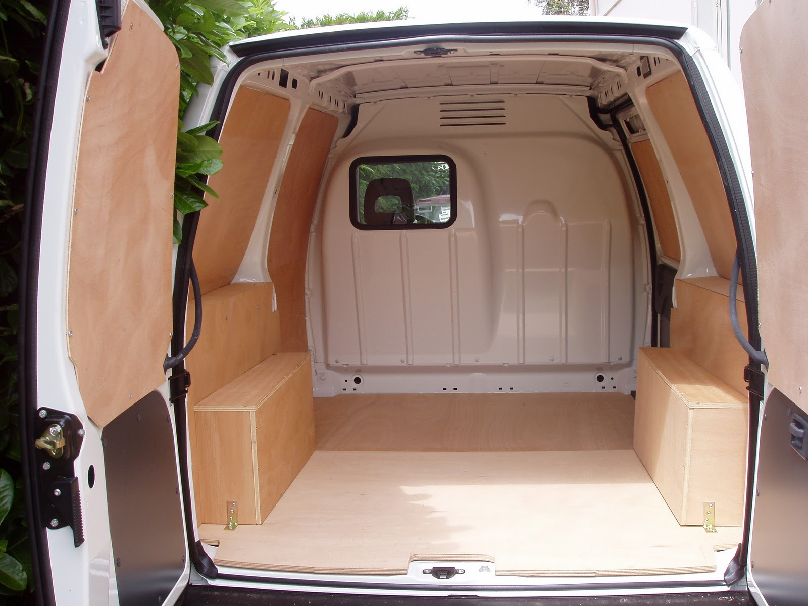 flight case passion bois amenagements vehicules utilitaires. Black Bedroom Furniture Sets. Home Design Ideas