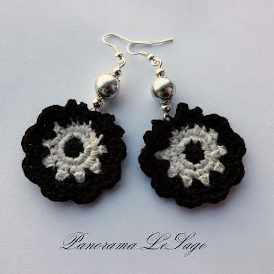 lekkie kolczyki szydełkowe Panorama LeSage koronkowe kwiatowe kordonek mulina romantyczne trendy na wiosnę dodatki kolczyki wiszące biżuteria szydełkowa rękodzięło