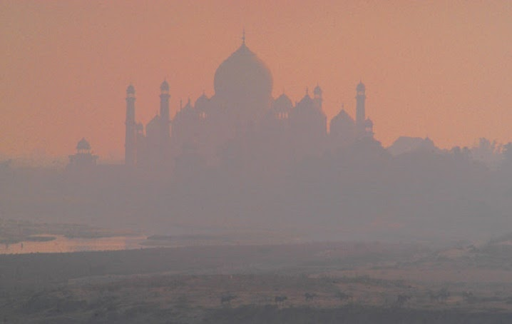 India: Pollution turning the Taj Mahal yellow
