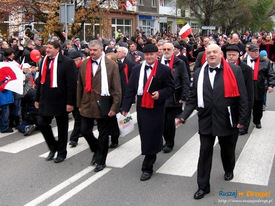 gdańscy oficjele na paradzie niepodległości