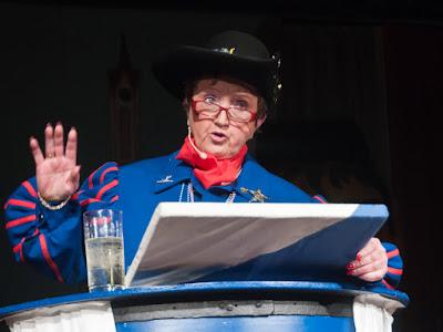 Scharfzüngig ging Gerda Reinecker mit der Auggener Prominenz hart ins Gericht.