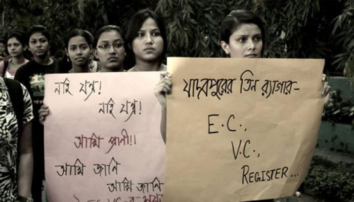 আজও চলছে যাদবপুরের প্রতিবাদ, কর্তৃপক্ষের নির্দেশে ছাত্রছাত্রীদের লেখা পোস্টার খুলে নেওয়ার অভিযোগ