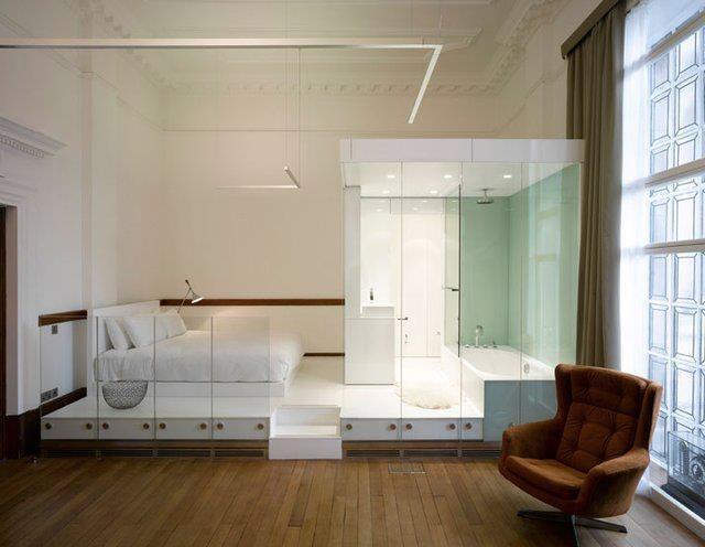 спалня с баня и тоалетна