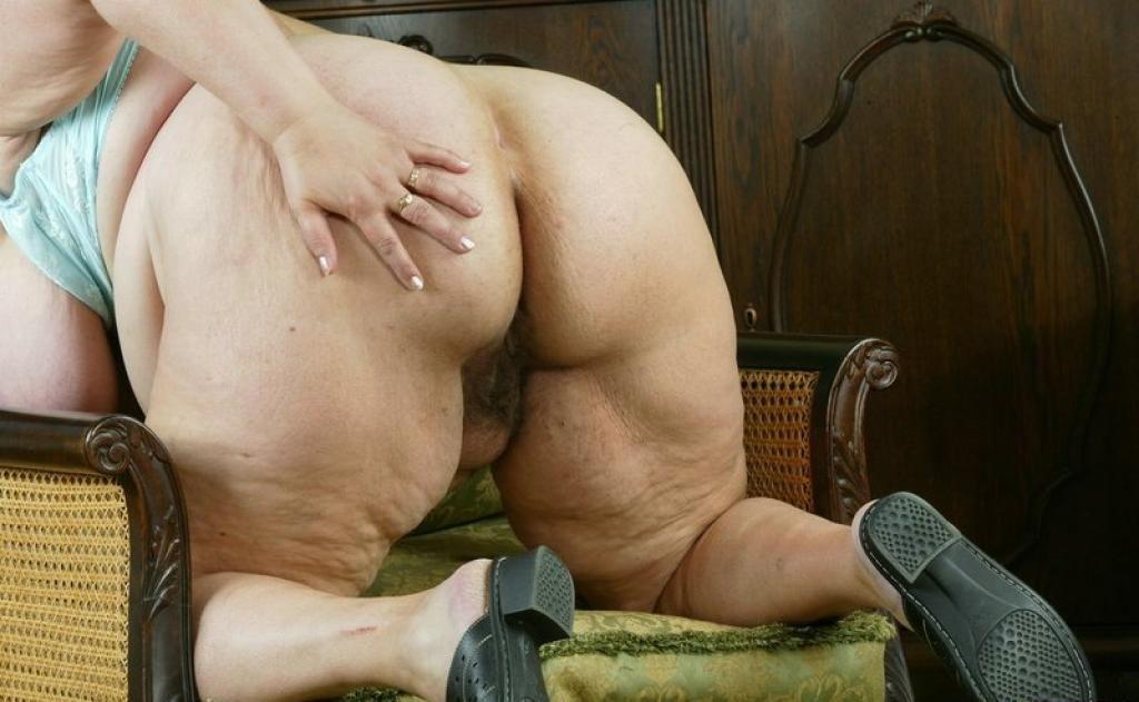 Порно фото старухи жопа
