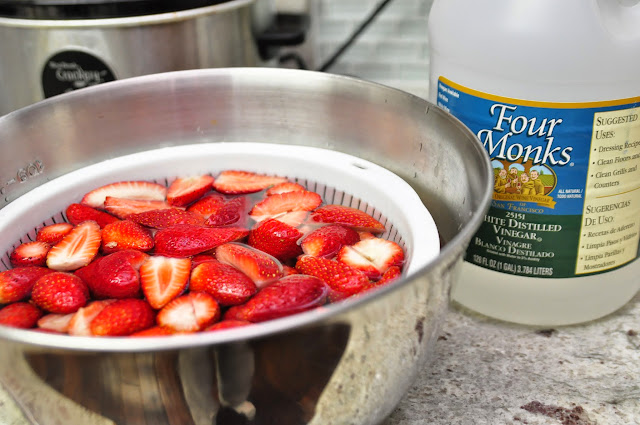 Rinsing strawberries with vinegar trick