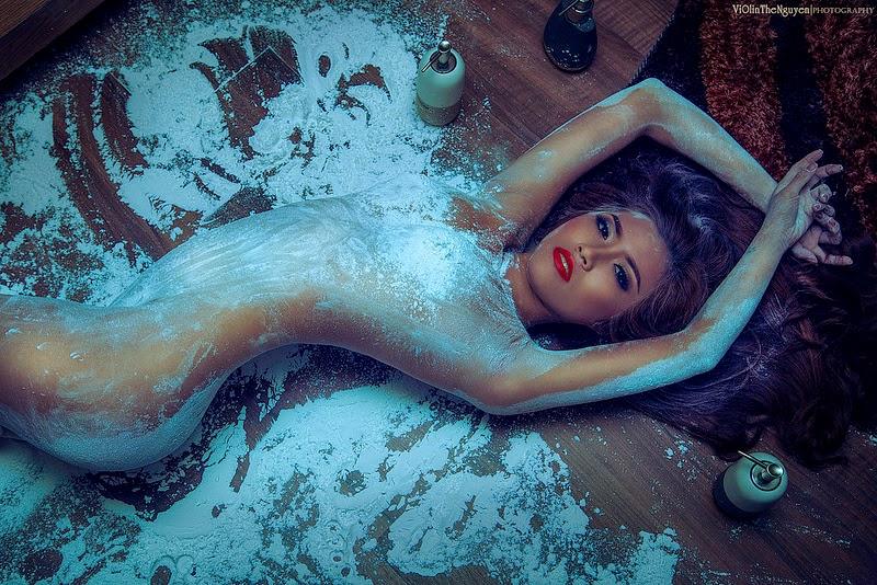 Ngắm ảnh nuy đẹp với bột của người mẫu Kim Trúc Phạm