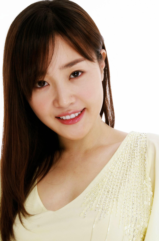 Uhm_Ji_Won_34.jpg