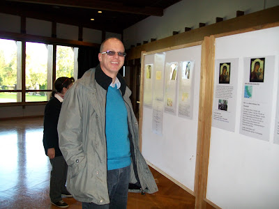 An interested visitor looking at the exposition of the Beth Myriam project to feed the poor width=