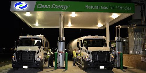 USA. Tankowanie ciężarówek LNG z silnikiem Cummins ISX 12 G