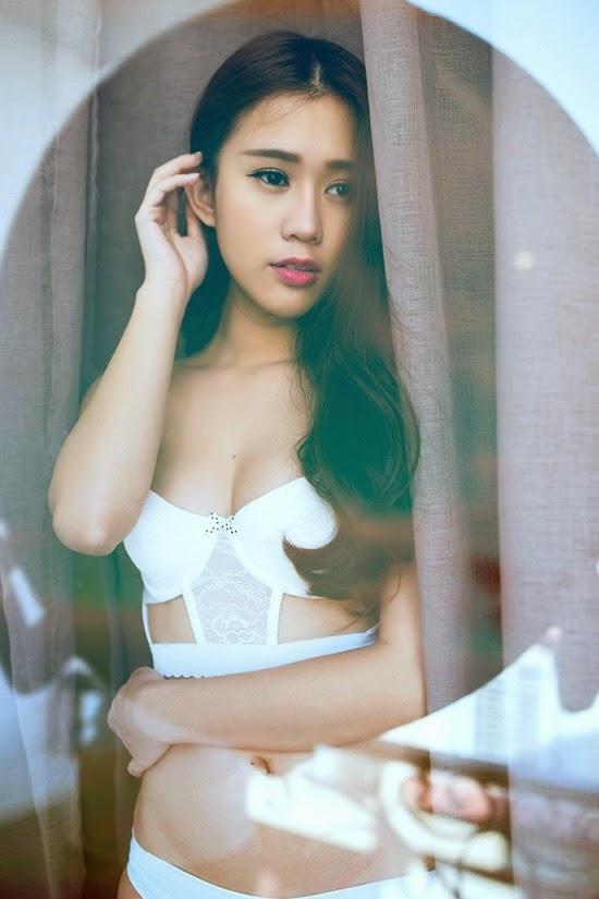 Hot girl Ngọc Thảo diện nội y khoe đường cong gợi cảm