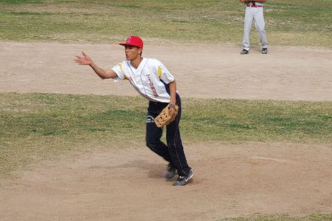 Víctor Villarreal de La Lozano en el softbol dominical de Bellavista