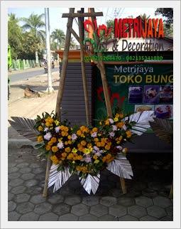 proses pembuatan bunga papan di Toko Bunga Wonosobo Florist