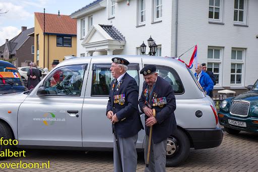 80 Britse taxi's met 160 Britse veteranen bezoeken het Oorlogsmuseum in Overloon 03-05-2014 (22).jpg