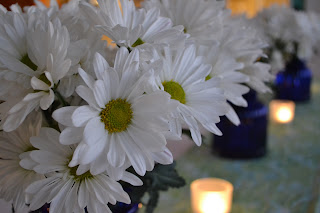 These daisy centerpieces are so cute.