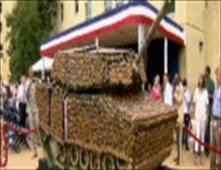 دبابة امريكية مصنوعة من الحلوى