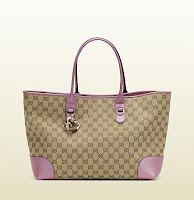 http://store.dokumart.com/gucci-heartbitcharmtote/product-725237.html