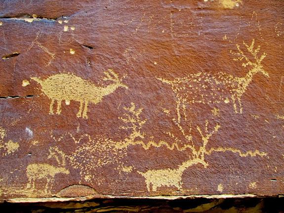 Petroglyphs near Nefertiti Rock