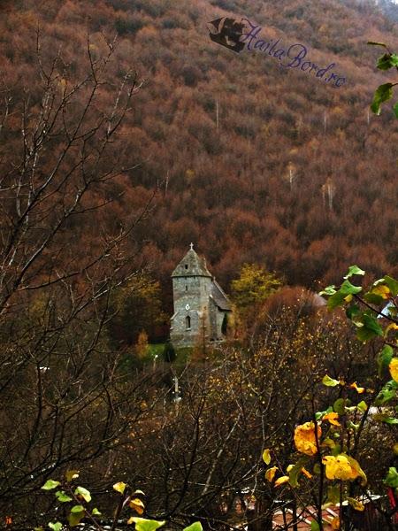 biserica piatra candea suseni