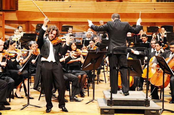 El violinista portugués Pedro Meireles sorprendió al público con su interpretación del Concierto para violín y orquesta, del también portugués Luis Freita Branco, una de las más importantes personalidades de la cultura portuguesa del siglo XX