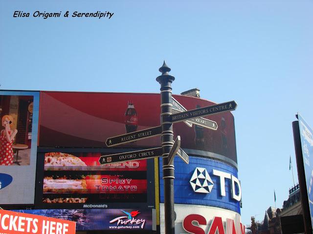Piccadilly Circus, London, Londres, Elisa N, Blog de Viajes, Lifestyle, Travel