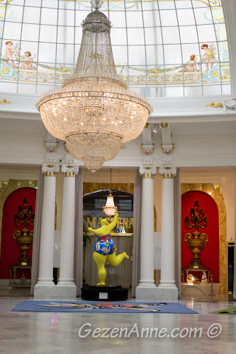 Le Negresco Otel'in kristal avizeli, ilginç figürlü salonu, Nis