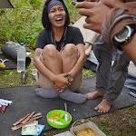 sesja fotograficzna lunchu - dziś ryż, zupki IndoMie, omlet z makaronem instant i frytki