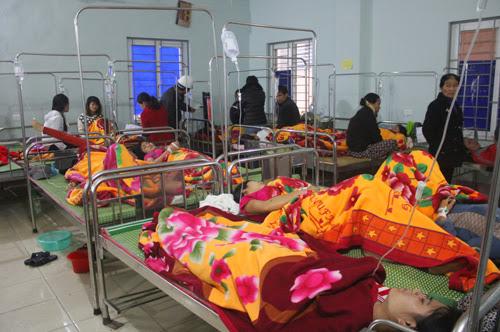 Đến cuối ngày hôm qua đã có 206 công nhân nhà máy may Namsung Vina nhập viện. Ảnh: Hải Bình.