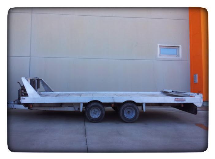Alquiler en Zaragoza, Huesca y Salou de remolque portavehiculos, portacoches, grua, con babestrante electrico, plataforma baculante y deslizante