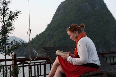 Cruise Halong Bay activity - Read Book