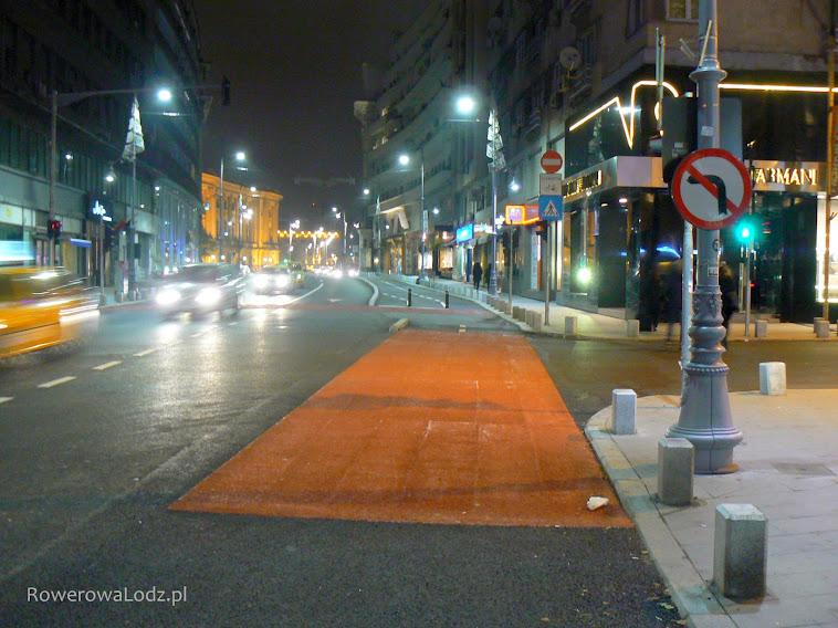 Przejazd dla rowerów oznaczony na czerwono.