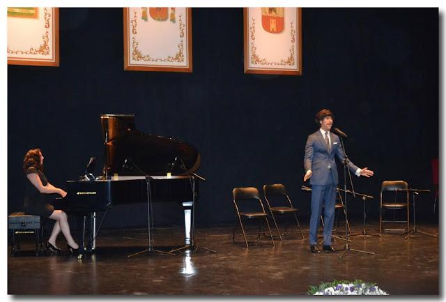 Manuel Vázquez Lombo, interpreta el Himno de Andalucía.