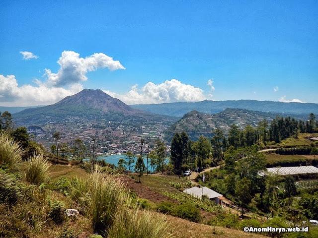 Danau & Gunung Batur di sebelah tenggara Lunch Spot
