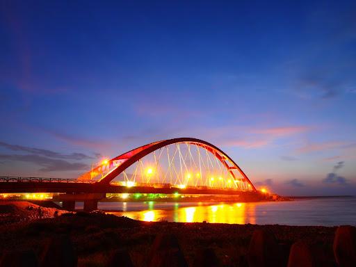 桃園竹圍漁港彩虹橋燈光