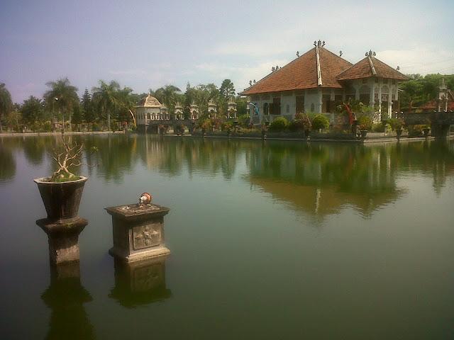 Taman Sukasada Ujung - main building